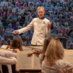 Alasdair Neale conducting the Festival Orchestra